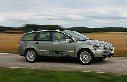IKKE ET ØRE I AVGIFTSLETTE: Tvert imot. De fleste bilene som som går på miljøvennlig bio-etanol får skyhøye avgiftsøkninger om statsbudsjettet blir vedtatt. Foto: Volvo