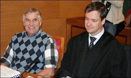 DØMT: I retten hevdet Tore Tvedt og hans forsvarer John Christian Elden at Vigrid-lederen var feilsitert. Nå er han dømt for jødehets. Foto: JARLE BRENNA