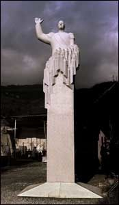 VIL IKKE HA: Denne statuen av vår forrige konge ønsker ikke Oslo kommune seg lenger. Foto: Scanpix
