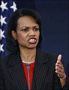 IMOT HENGINGEN: USAs utenriksminister Condoleezza Rice mener hengingen av de to Saddam Hussein-medarbeiderne er uverdig. Foto: AP