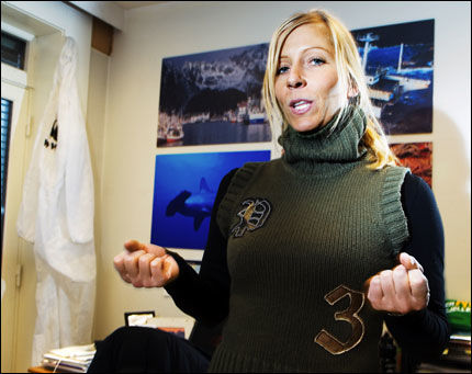 SØSTER VS SØSTER: Marinrådgiver Nina Jensen (30) i naturvernorganisasjonen WWF skriver debattinnlegg mot Frp. Partiet ledes av hennes storesøster og bestevenninne Siv Jensen (37). Foto: Line Møller