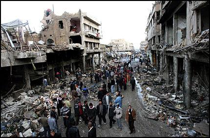 BOMBET TIL GRUNNEN: Slik ser det ut der selvmordsbomben gikk av lørdag. Foto: AP