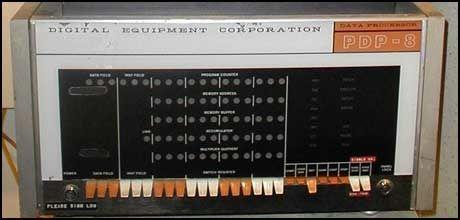 Denne datamaskinen fra DEC var den første ruteren, brukt i Arpanett-prosjektet (forløperen til internett) i 1965. Foto: Computerworld