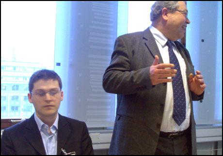 MOTSETTER: Leder av Datakrimutvalget Knut Rønning (t.h.) og deltager Svein Willassen er uenige i det mest kontroversielle utspillet fra utvalget. Foto: Pål Unanue-Zahl