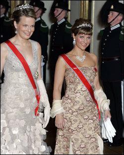 BALLETS DRONNING: Prinsesse Märtha Louise strålte med 50-talls glamour under lørdagens slottsball. Foto: Scanpix