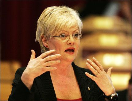 ANGRER IKKE: SV-leder Kristin Halvorsen blir sittende som finansminister - uansett hvor mange barn som står uten barnehageplass. Foto: SCANPIX
