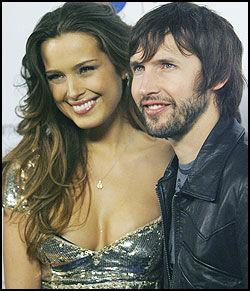 IKKE KJÆRESTER LENGER: James Blunt (32) og Petra Nemcova (27) - her på Grammy-festen i februar. Foto: AP