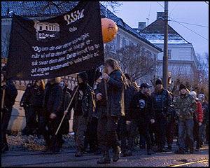 BLITZ-PLAKAT: Demonstrantene hadde med seg en Blitz-plakat. Foto: Scanpix