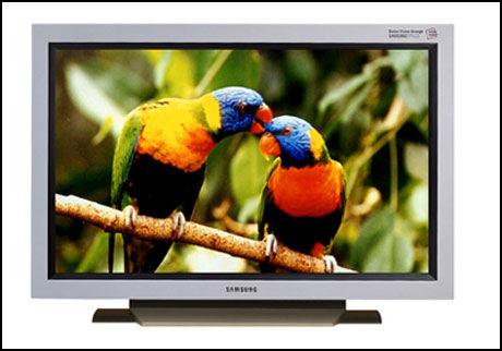 DYRE TJENESTER: Hvis du ønsker å få LCD-TV-en kjørt hjem og installert kan kjøpet bli 1000 kroner dyrere enn forventet. Foto: Samsung