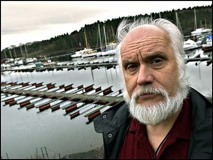 GIS PÅ BÅTEN: Her på Bygdøy Sjøbad ryker det nå 400 båtplasser. Jan Erik Henriksen aner ikke hvor han skal gjøre av båten i sommer. Foto: BJØRN THUNÆS