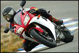 SPORT: Er du på jakt etter brukt sportssykkel, er Yamaha YTF R1 fra 2002 og 2002 et bra alternativ. Prisen er fra 80-100.000 kroner. Foto: Bike.