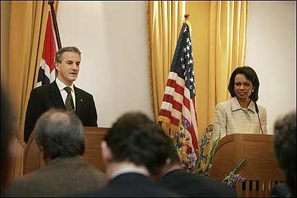 FROKOSTMØTE: USAs utenriksminister Condoleezza Rice og Jonas Gahr Støre diskuterte den norske støttet til palestinerne og nordområdene da de møttes i regjeringens representasjonsbolig torsdag. Foto: SCANPIX