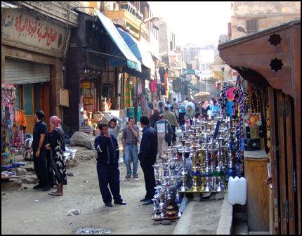 MARKED: Antikviteter, tepper, safran, gull, sølv, fiken og dadler - alt sammen finner du på markedene i Kairo, og til en brøkdel av prisen her hjemme. Foto: Glefs