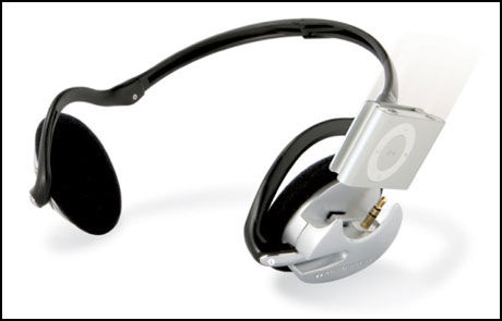 ØREDOCKING: Monsters iFreePlay lar deg plugge Shuffle rett i headsettet. Foto: Monster Cable