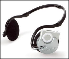 LETT TILGJENGELIGE KNAPPER: iPod Shuffles knapper er lett tilgjengelige selv når spilleren er plugget i headsettet. Foto: Monster Cable