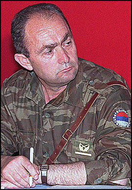 PÅGREPET: Her er den bosnisk-serbiske generalen Zdravko Tolimir avbildet i Sarajevo i 1996. Foto: AP