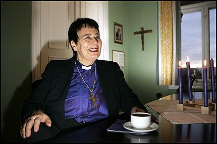 IKKE KIRKETUKT: - Den norske kirke driver ikke kirketukt ved døpefonten. Ved dåpen er det barnet vi har i fokus, sier biskop Solveig Fiske. Foto: SCANPIX