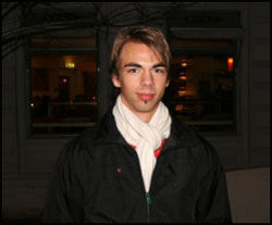 UNG KRISTEN HOMO: Geir Wiknes (20) jobber som konfirmantlærer i Valdres. Han synes det er sårende å høre hva sognepresten i Toten mener om homofile. Foto: Michael Hartman / Pink Planet