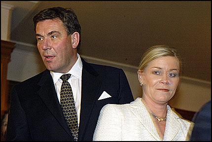 SKATTEN MIN: Stein Erik Hagen er fornøyd med Siv Jensens skattepolitikk, her under den årlige Norges Bank middagen i 2004. Foto: Magnar Kirknes