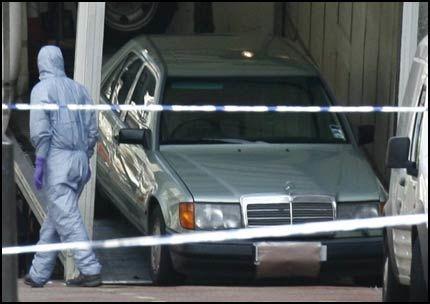 MERCEDES: Det var denne bilen som var utstyrt med en bombe midt i London sentrum natt til fredag. Foto: Reuters