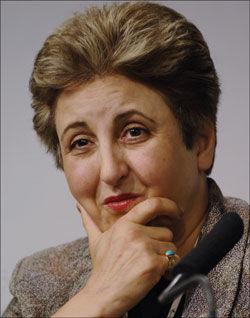 KJEMPER: Vinner av Nobels Fredspris, advokat og tidligere dommer Shirin Ebadi, har i mange år representert de forfulgte i Iran. Politiske flyktninger som Mazyar Keshvari i Frp vil ha en total slutt på finansieringen av regimet. Foto: AFP PHOTO ERIC FEFERBERG Foto: AFP PHOTO ERIC FEFERBERG