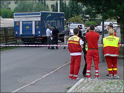 SPERRET AV: Politiet har sperret av åstedet. Flere ambulanser er på stedet. Foto: Francis Lundh