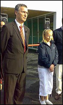 JENS OG TINA: Her er statsministeren med eleven som klarte å få ham til Bøler skole, Tina Brækkan. Foto: Ingunn Andersen