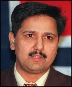 Bekymret: Oslo-politiker Khalid Mahmood (Ap) følger spent med på den urolige situasjonen i Pakistan. Foto: Scanpix (arkiv)