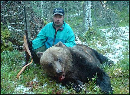 SKJØT BJØRNEN: Bert-Ivan Mattsson skjøt bjørnen som angrep to jegere søndag. Foto: Bert-Ivan Mattsson