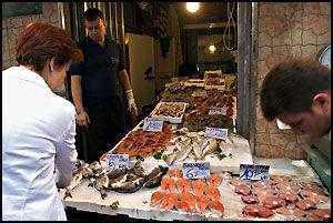 FERSKVARE: Bare folk i Nord-Norge stiller de samme kravene til fersk fisk som napolitanerne. Foto: Bjørn Thunæs