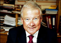 Carl I. Hagen innrømmer smuglertur med privatfly