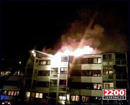 STORBRANN: Flere leiligheter ble rammet av brannen. Foto: MMS-tipser