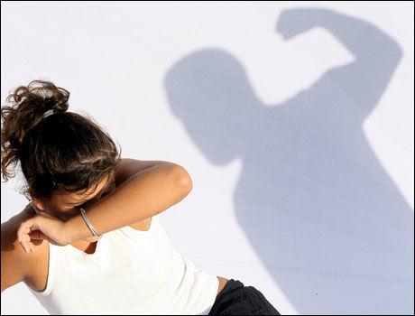 BLIR SYKE: Voldsutsatte kvinner er opptil fire ganger mer utsatt for astma, migrene, kreft, diabetes og andre sykdommer. Foto: Stockxpert