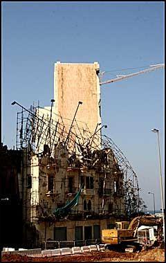 SPOR ETTER ISRAEL: Årevis medborgerkrig og konflikt har satt sine spor i Libanon. Dette huset ble bombet under Israels invasjon i fjor. Foto: Birte Bødtker