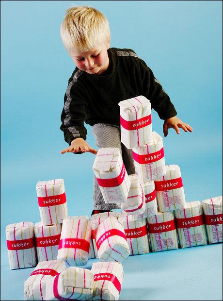 SUKKER-UNGER: Selv om vi spiser mindre sukker, viser undersøkelsen fra Sosial- og helsedirektoratet at barn og ungdom fortsatt får i seg altfor mye sukker. Foto: Magnar Kirknes/VG