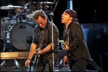 I OSLO SPEKTRUM: Bruce Springsteen og Little Steven i the E Street Band. Foto: Tore Kristiansen.