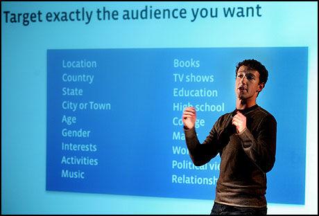 SUKSESS: Facebook har blitt en usannsynlig suksess i Norge, her er gründer Mark Zuckerberg i en presentasjon. Foto: AP