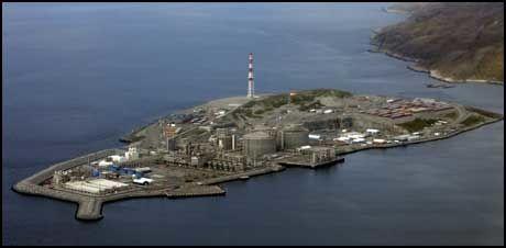 MELKØYA: Oversiktsbilde av Statoils anlegg for mottak av gass fra Snøhvit-feltet. Foto: Scanpix