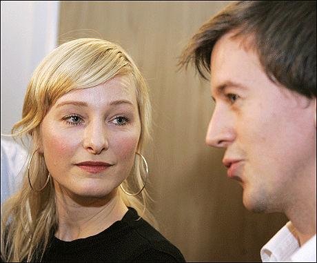 I FORHANDLINGER: Sammen med Erling Sande (Sp), la Inga Marte Thorklidsen i går frem Regjeringens tilbud i klimaforhandlingene. Foto: SCANPIX