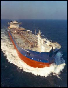 LASTING: Oljeutslippet på Statfjord A skjedde onsdag formiddag i forbindelse med lasting fra plattformen til lasteskipet Navion Britannia. Foto: ARKIVFOTO: StaoilHydro