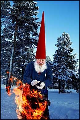 SAVALEN-NISSER: Hit til Østerdalens skoger ville 250 russiske turister for å hilse på den norske juelenissen. Men russiske myndigheter nekter SAS å fly dem. Foto: KARIN B. NØSTERUD