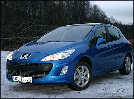 KVINNESJARMØR: Peugeot 307 har vært en bil som har appellert stort til kvinner. Modellen har vært en av Norges mest solgte biler gjennom flere år. Hittil i år er den Norges åttende mest solgte bil, med over 3.00 solgte eksemplarer. Nå skal 308 forsøke å overta showet. Foto: Hanne Hattrem