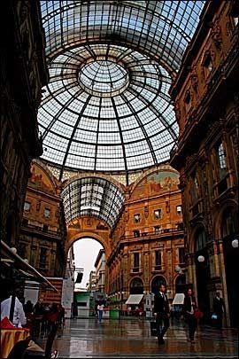 GLASSTAKET: Løft blikket i Galleria Vittorio Emanuele II. Foto: Anne-Lise von der Fehr