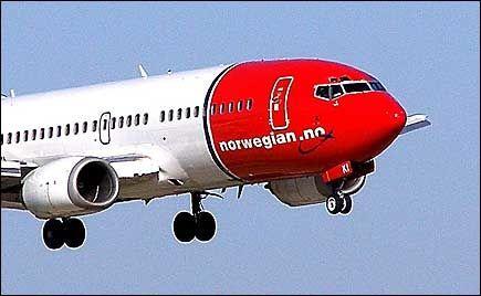 PAPIRLØS FLYVNING: Nå kan du både bestille billett og sjekke inn ved hjelp av mobilen din hos Norwegian. Foto: Jan Ovind