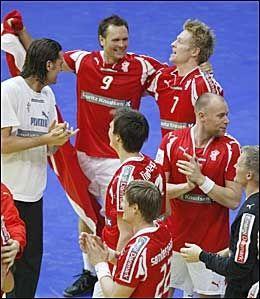 JUBELSCENER: Danskene kan ta seg en velfortjent fest etter at EM-gullet er i boks. Foto: Scanpix