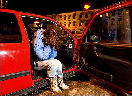 HAR DET TUNGT: Den nå 20-årige kvinnen som har anmeldt en sykepleier for voldtekt, har for tiden base i bilen sin. Livet raknet etter overgrepet, og hun har ingen fast bopel. Foto: JAN PETTER LYNAU Foto:
