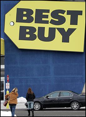 DÅRLIG RYKTE: Elektronikkjeden Best Buy har ikke noe godt rykte på nettets blogger, nå blir de saksøkt for 292 mill. kroner for å ha mistet en PC. Foto: AP
