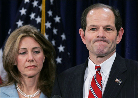 Beklaget: Med sin kone ved sin side beklager New Yorks guvernør Eliot Spitzer at han har krenket sine egne moralske standarder. Ifølge New York Times skal han ha kjøpt sex fra en luksusprosituert. Foto: Reuters