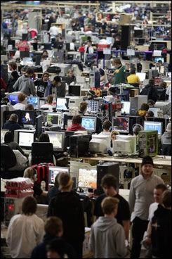POPULÆRT I PÅSKEN: Dataspillfesten The Gathering er i årevis vært et populært samlingssted for ungdom i påsken. Foto: Scanpix