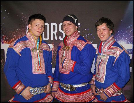 FINNER TONEN: Fred-René Øvergård Buljo, Ivan André Skum og Ole Mahtte Gaup utgjør den samiske rapgruppa «Duolva Duottar». Foto: TV2